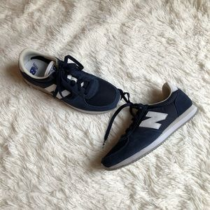 New Balance 220 Tennis Shoes
